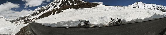 Cu bicicleta pe acoperişul lumii